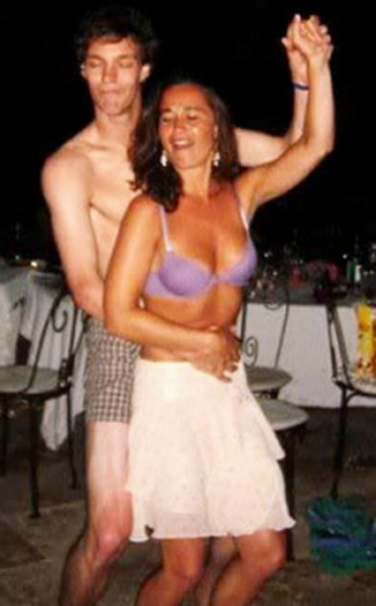 Pippa Middleton dancing in her purple bra