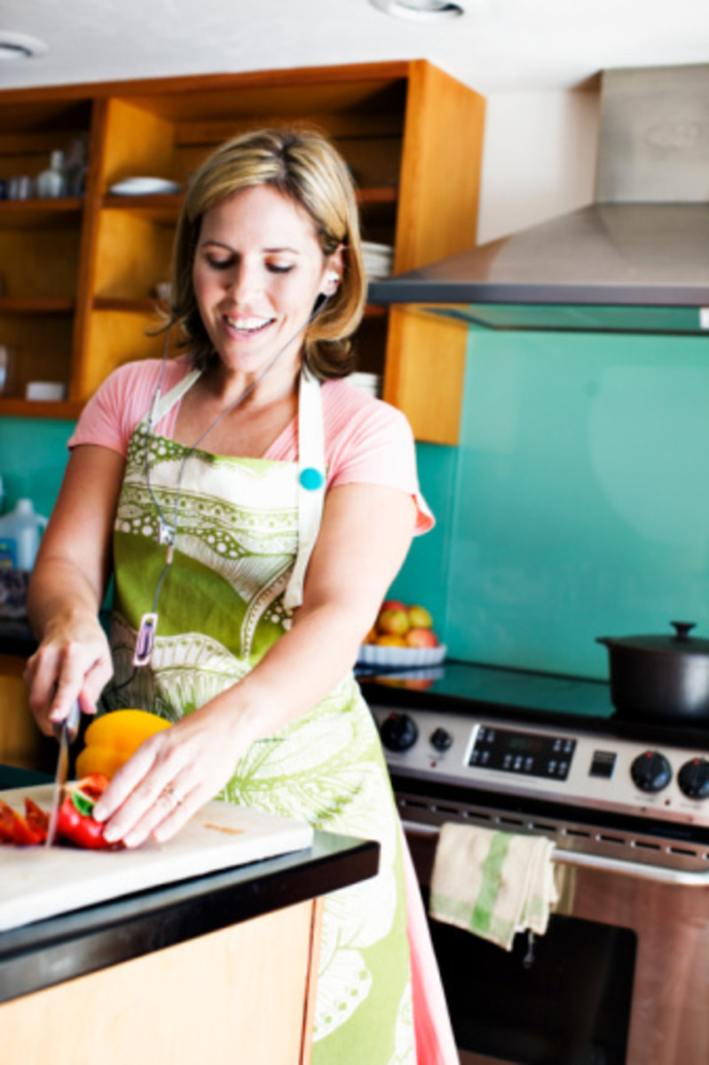 "Pampered Chef Consultant using the 7"" Santoku"