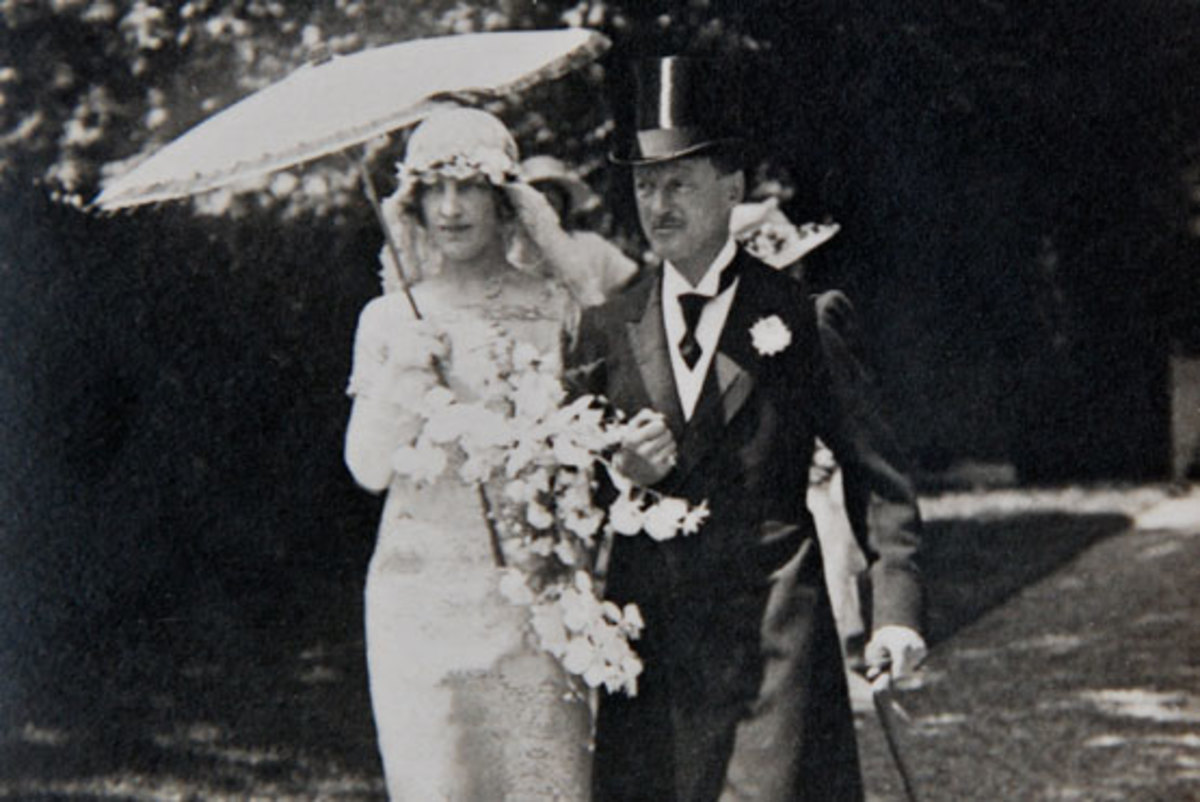 Gladys Deacon and the 9th Duke of Marlborough, Charles Churchill, on their wedding day