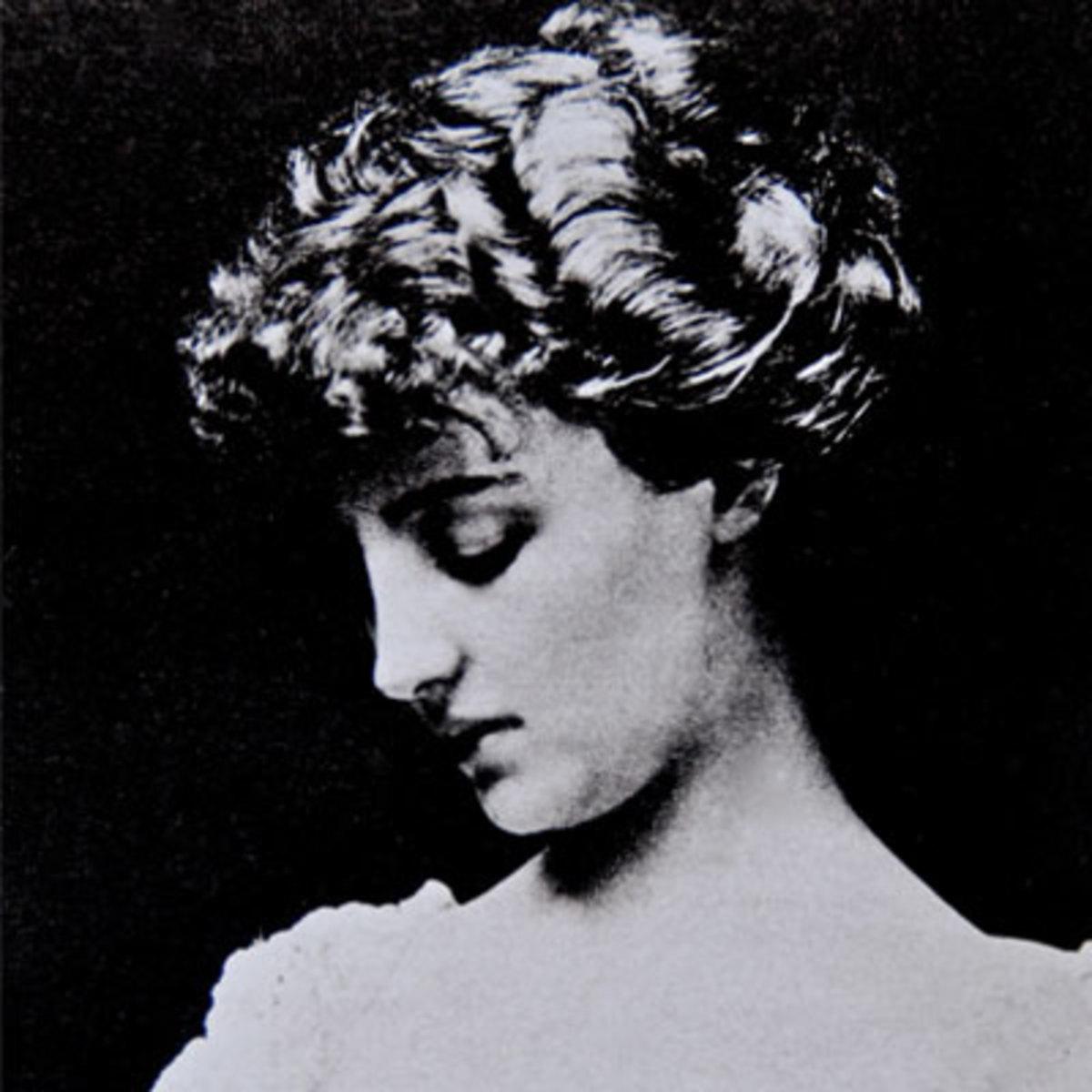 Gladys Deacon as a debutante