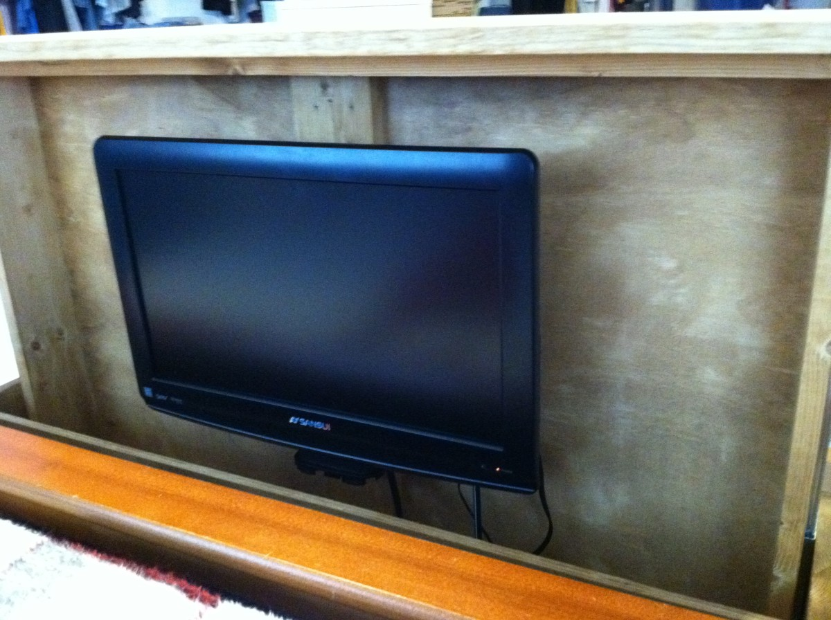 Fully extended the television is above the footboard