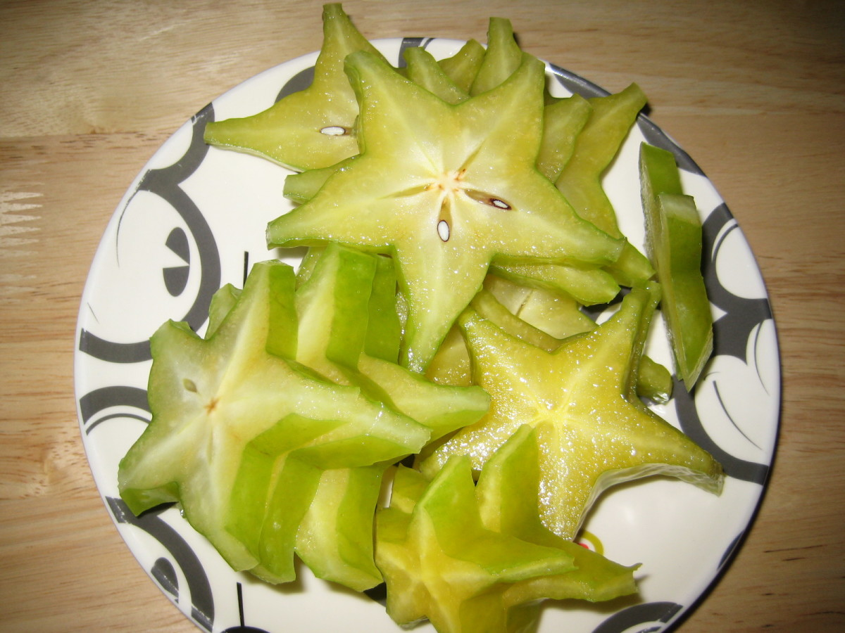"I sliced a big star fruit and now I have a full plate of ""stars""....and it's still daylight :)"