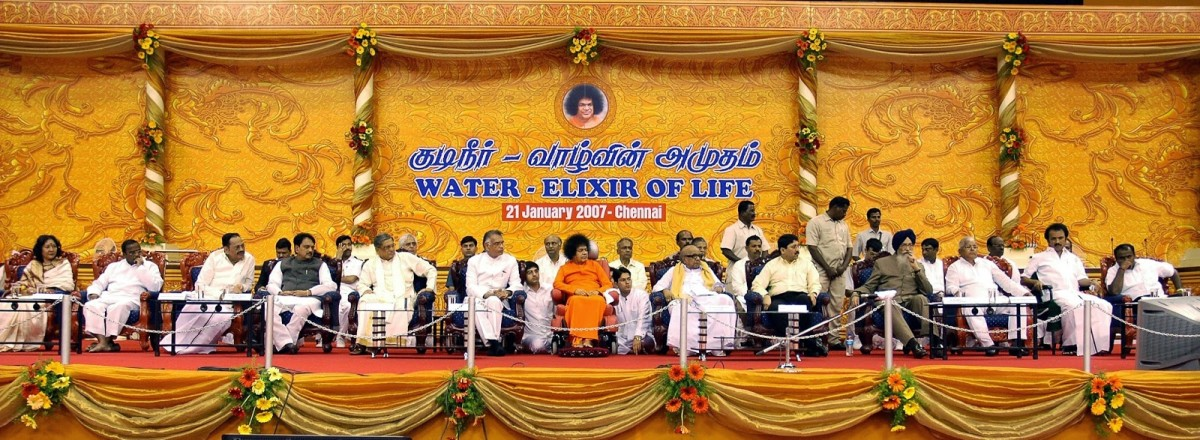 The sweeping view of the dais during the Chennai Citizens' Conclave where everyone expressed gratitude to Swami for providing water to Chennai.