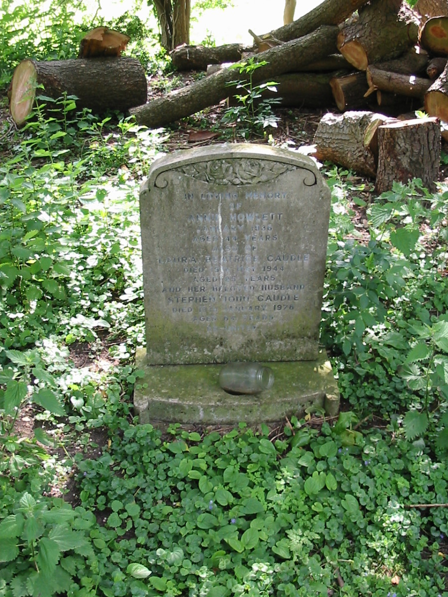 Laura Beatrice Caudle and Stephen John Caudle buried at All Trinity Church, Wolverton, Buckhamshire
