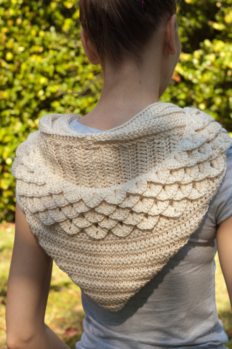 The crocodile stitch makes this hooded cowl lovely.