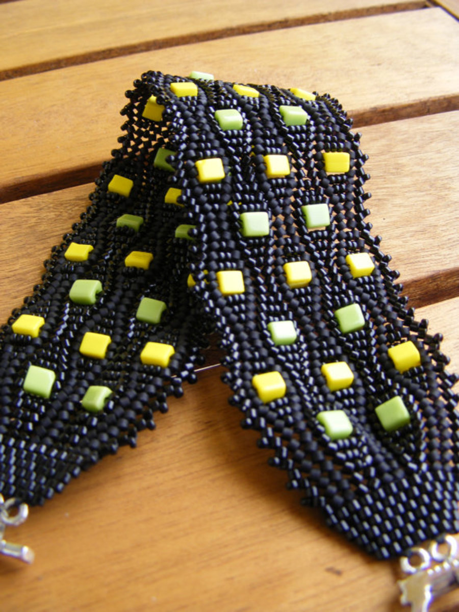 Colourful Bricks Herringbone Bracelet: Cube beads in bright shades of yellow and green are the perfect accent against the black.