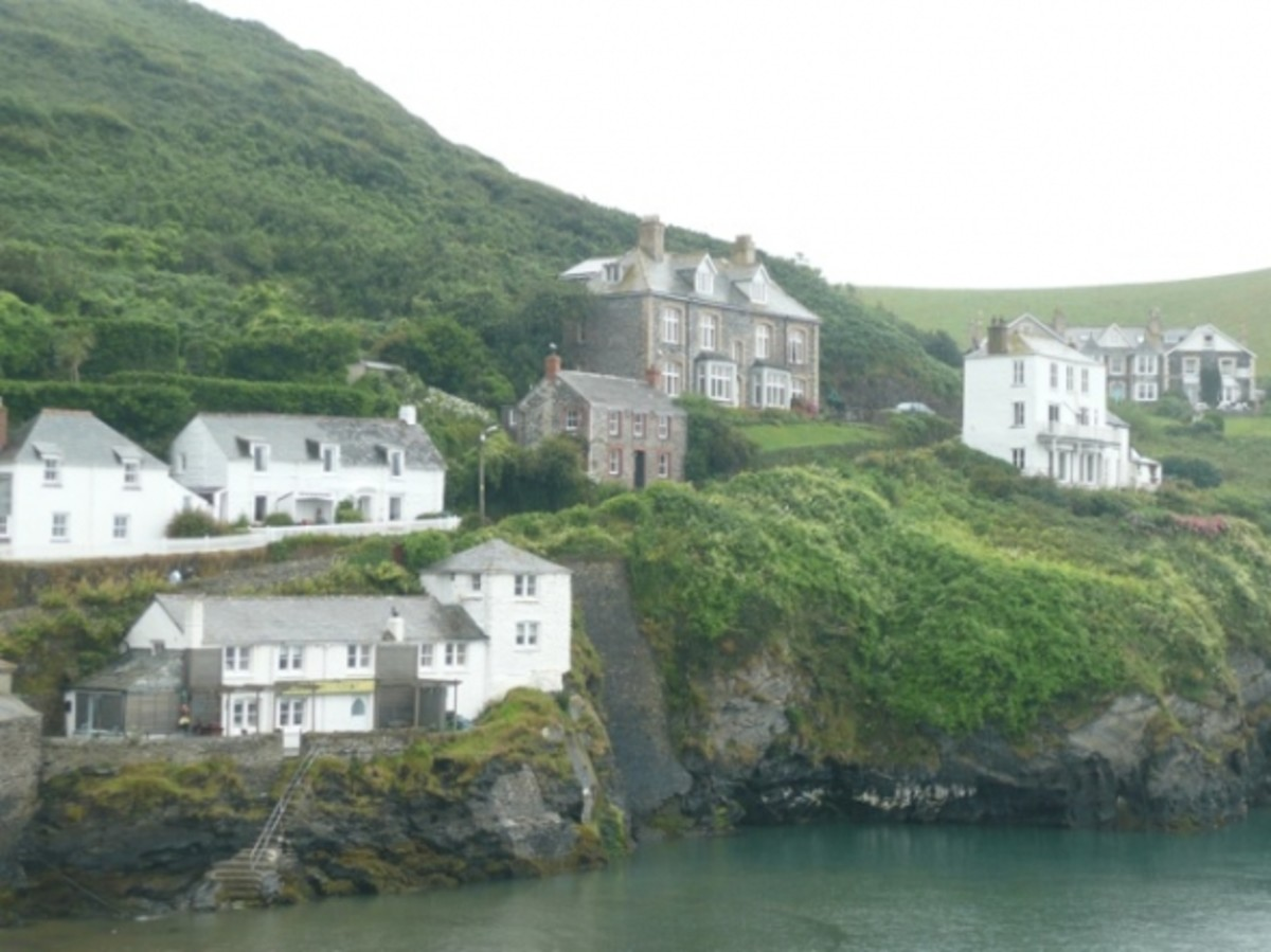 The quaint village of Port Isaac is about a ten minute drive away, now famous for being the filming location of popular British comedy-drama Doc Martin. It was also the filming location for Poldark.