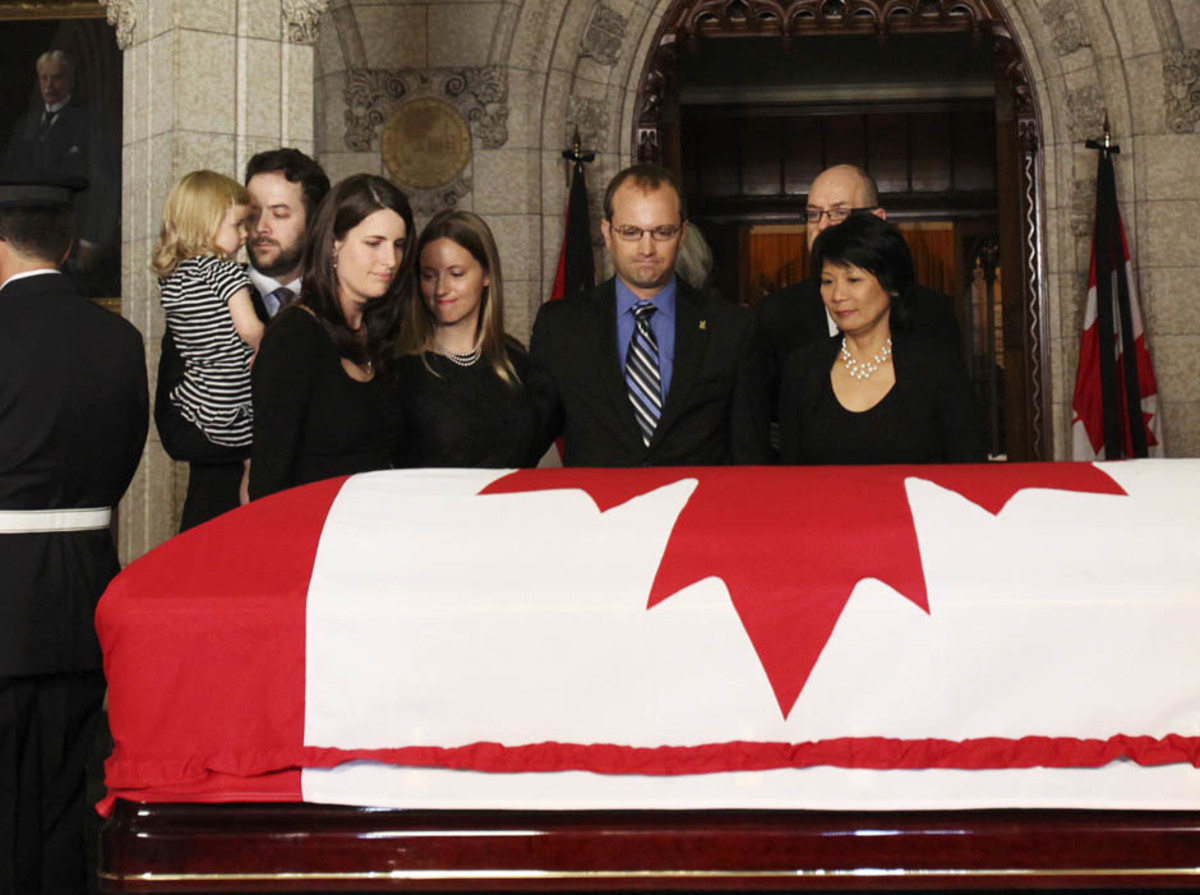 Olivia Chow and family members stand before the coffin containing her husband and Canada's leader of the Opposition Jack Layton in the Center Block of Parliament Hill in Ottawa August 24, 2011.