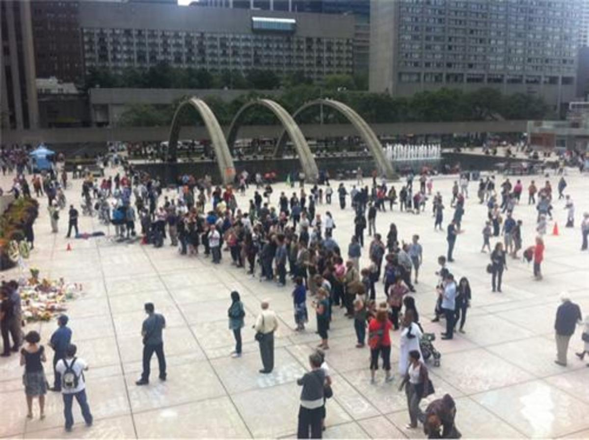 Nathan Phillips Square is filling up over the lunch hour, August 26, 2011.