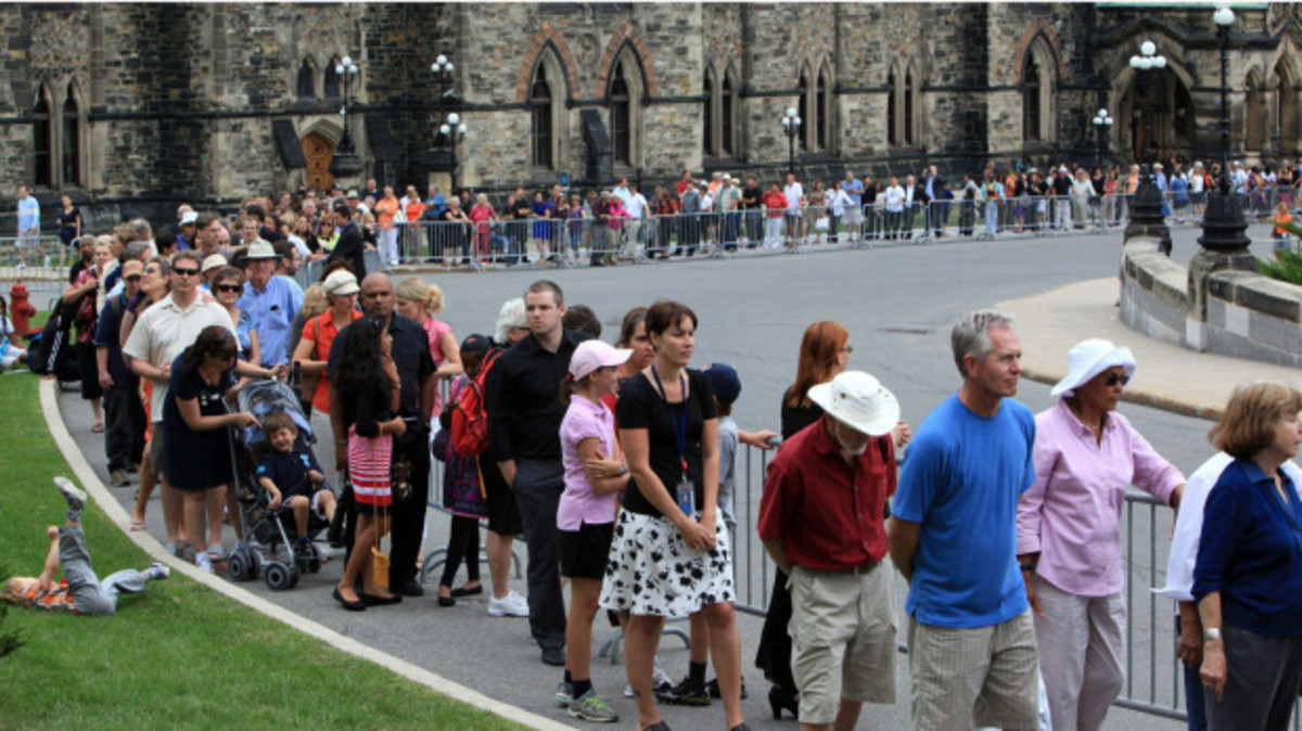 Members of the public line up on Parliament Hill to pay their respects to NDP Leader Jack Layton as his body lies in state in Ottawa, Wednesday, August 24, 2011.