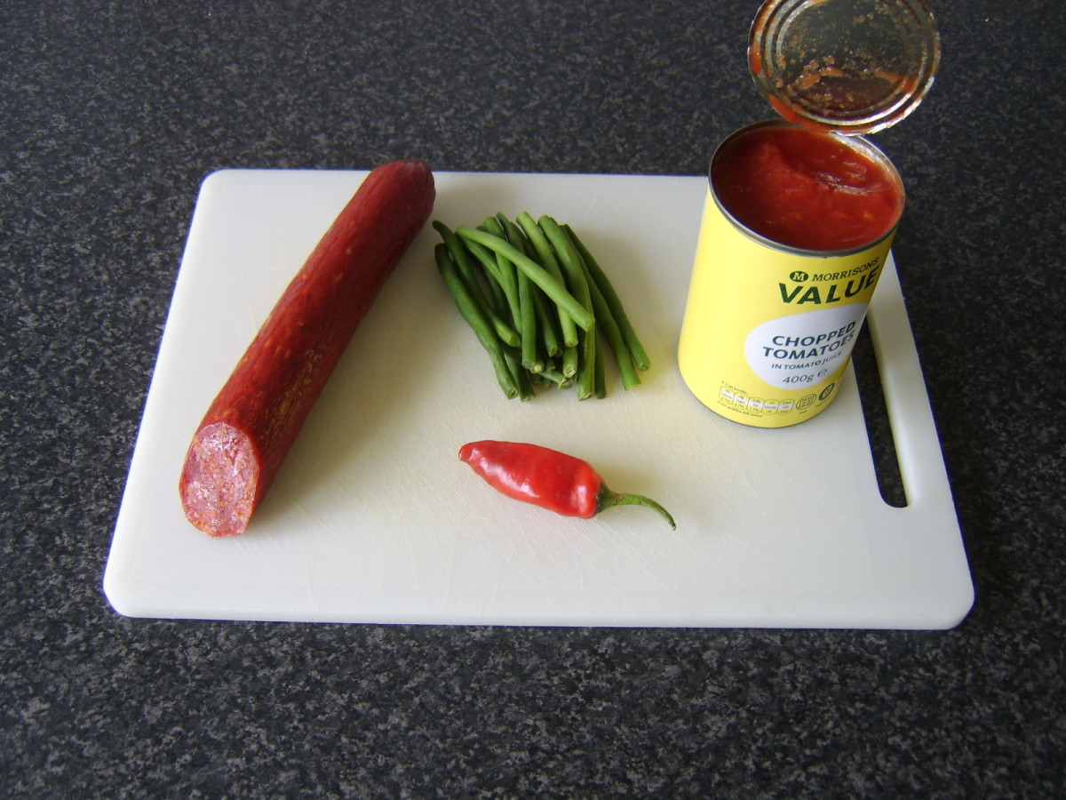 Principal ingredients for spicy chorizo, tomato and green bean soup