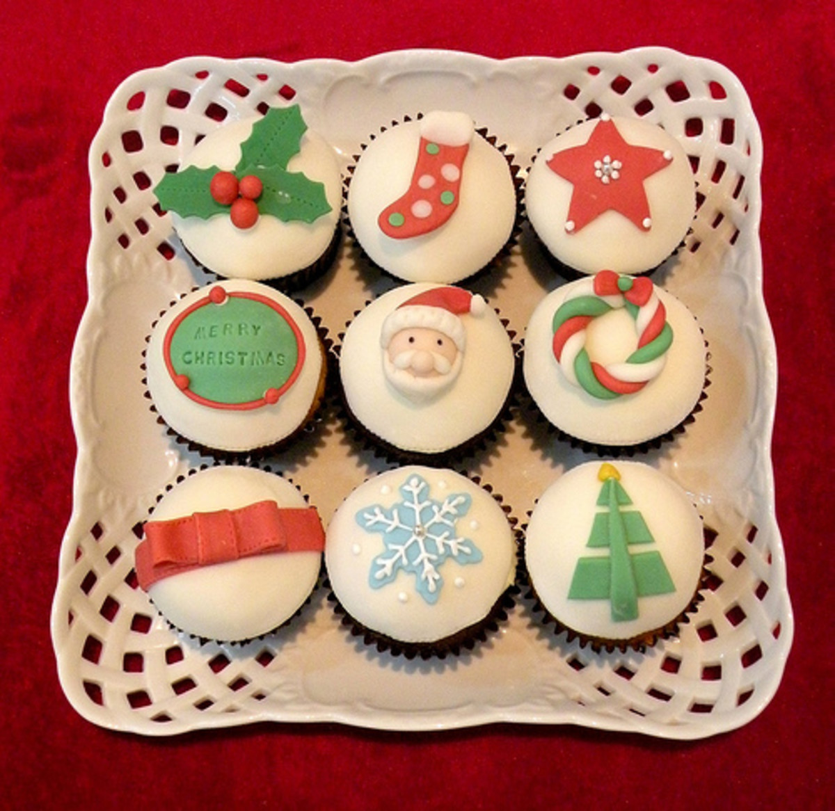 Cute christmas cupcakes for Cute christmas decorations