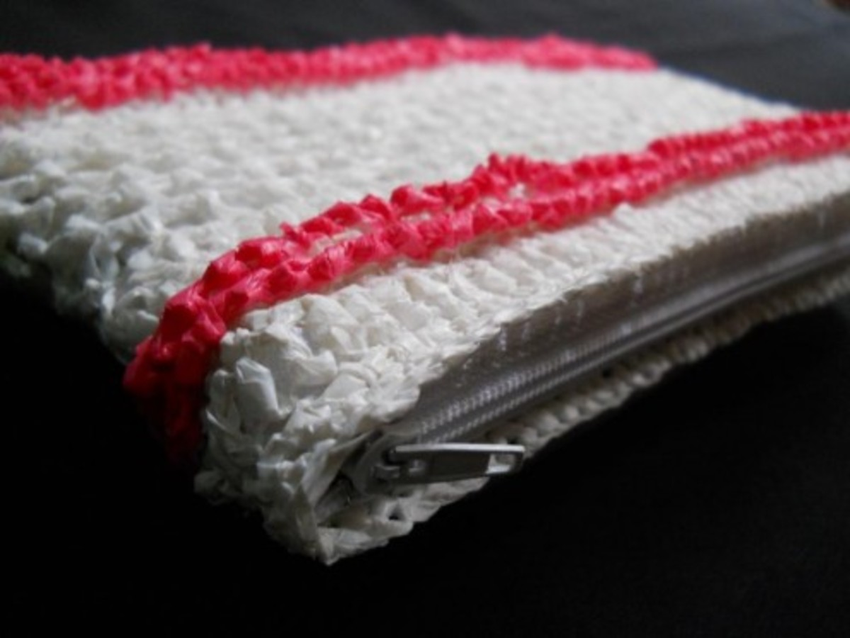 The pink band on the pouch is a line of crab stitch.