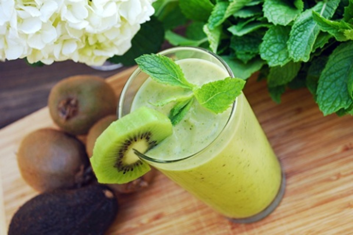 A hint of mint makes your smoothie decidedly appetizing.