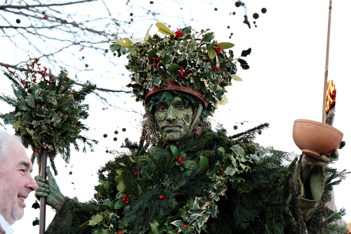 The Holly Man wassails the Thames on the South Bank - Twelfth Night Celebrations