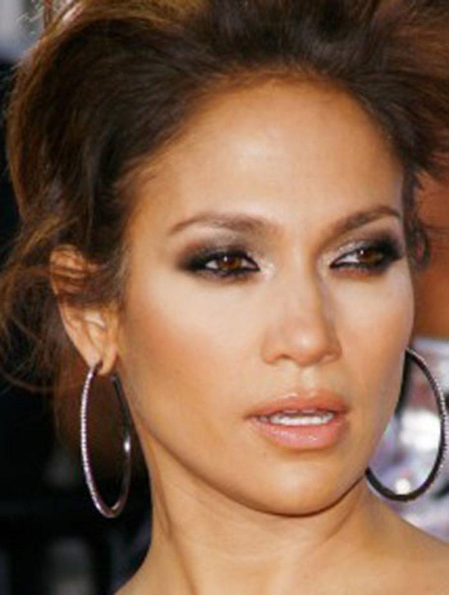 Jennifer Lopez in Smokey Eye Makeup