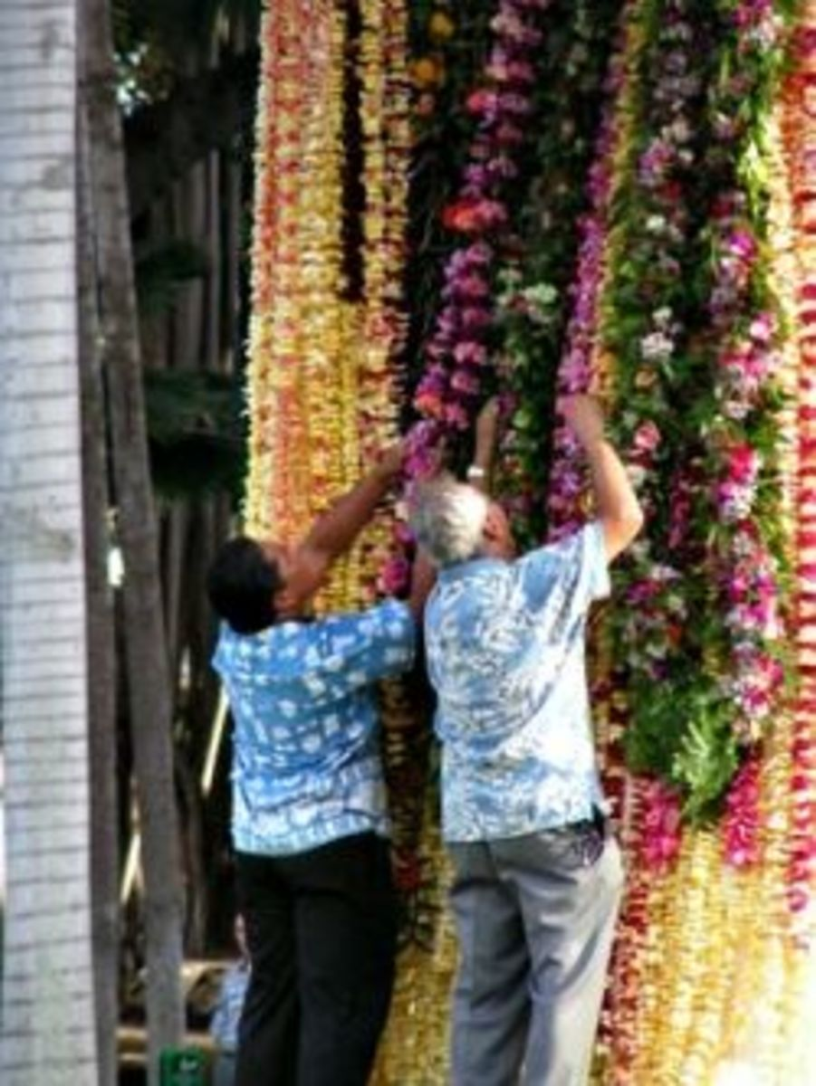 Decorating KIng Kam Statue with Leis on King Kamehameha Day