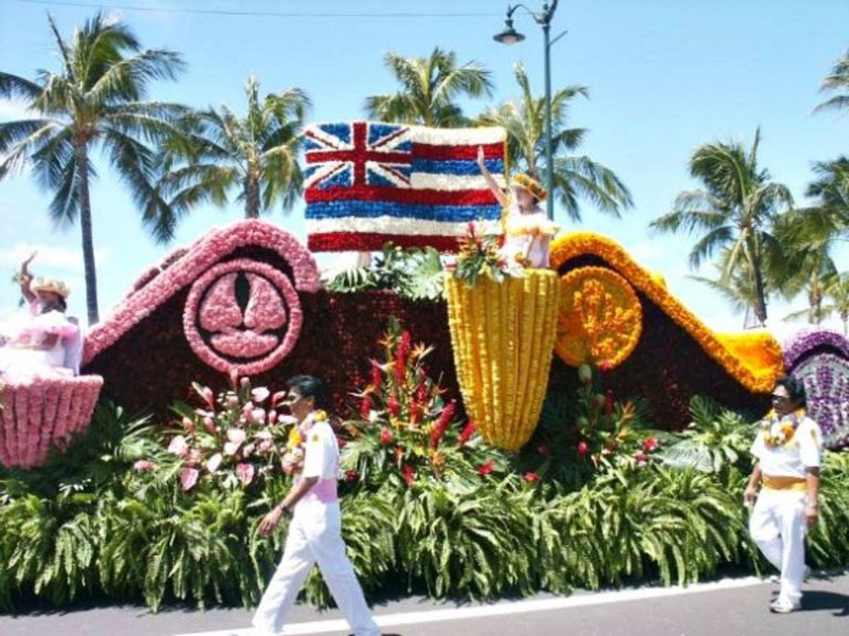 Flower Float with the Hawaiian Flag - King Kam Parade Honolulu/Waikiki