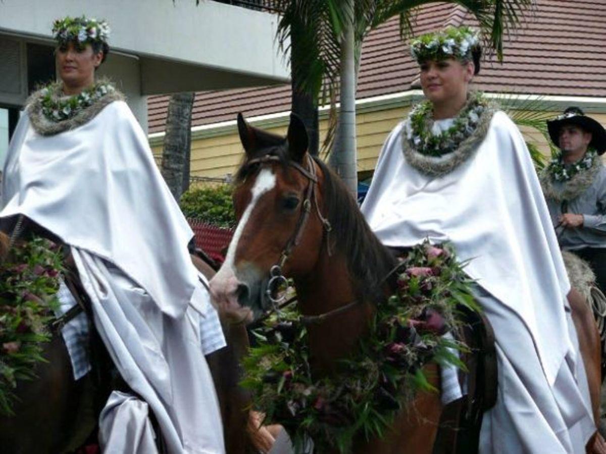 Kailua-Kona King Kam Parade - Kahoolawe Pa`u Rider Attendants