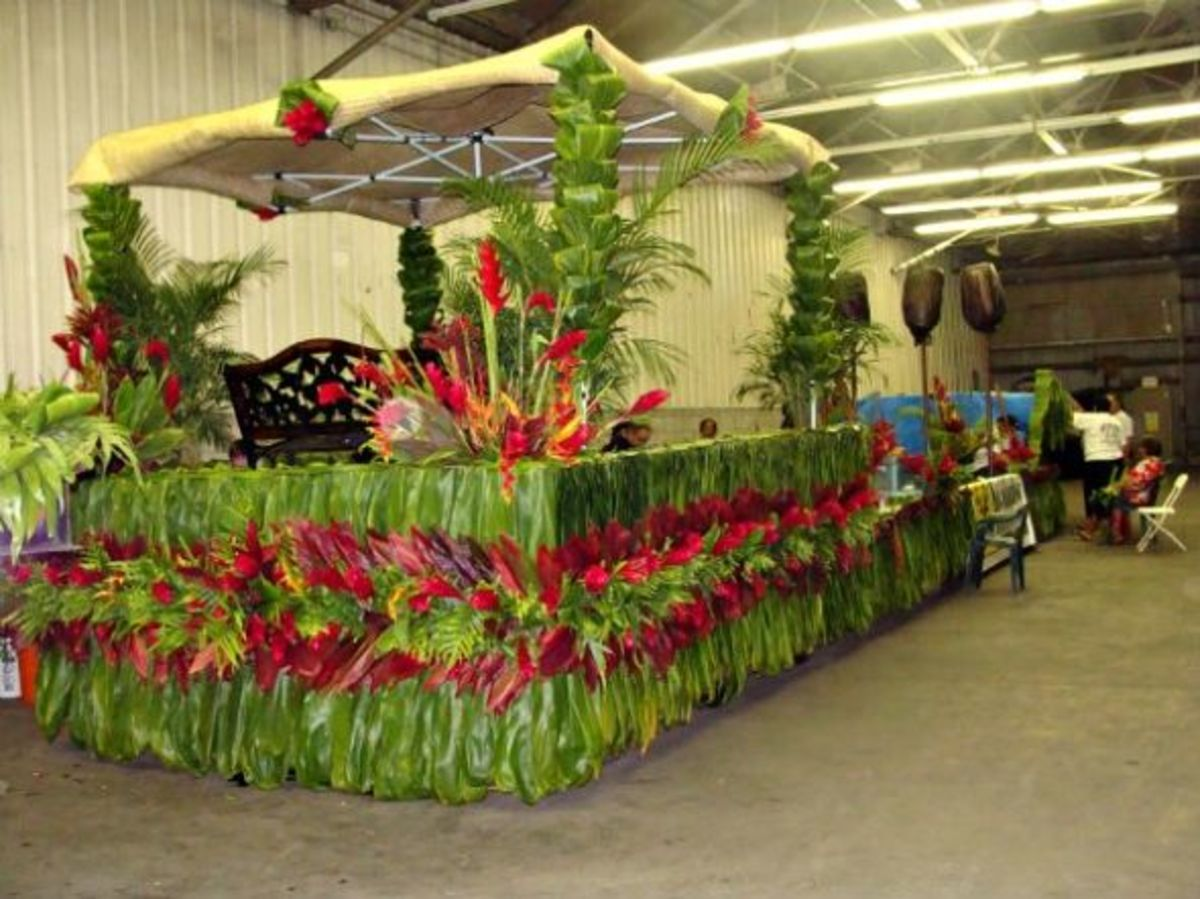"""Ko'oauloa Hawaiian Civic Club Flower and Ti Leaf Parade Float"