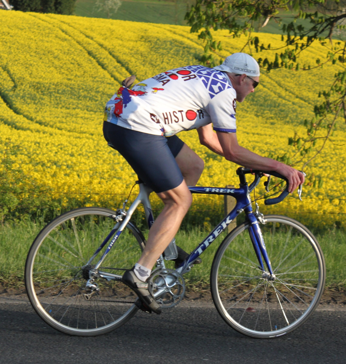 Make the most of summer days and get some long slow distance training in to improve cycling endurance