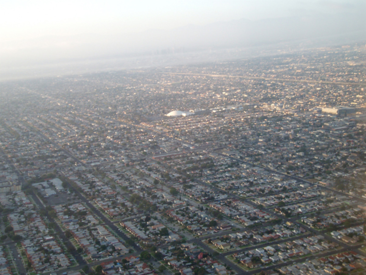 Flying into Smoggy Los Angeles