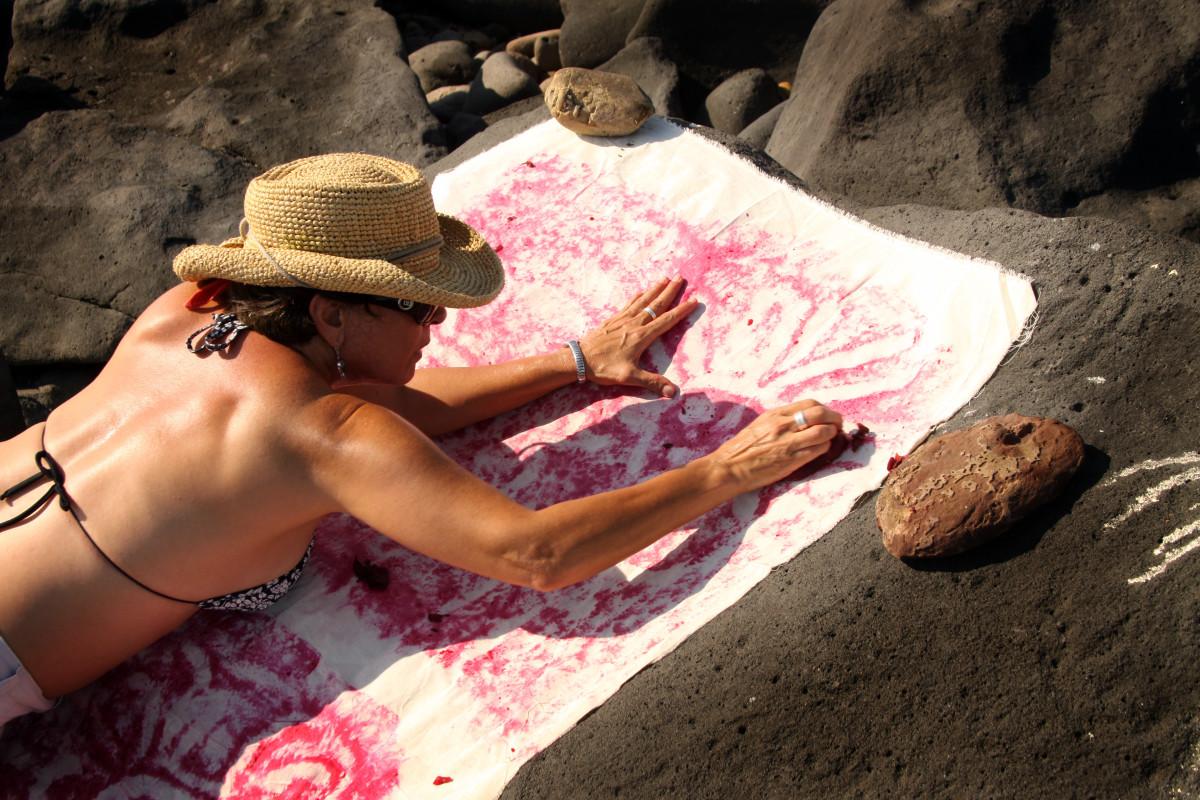 Transfer of petroglyphs from Las Labradas in Mazatlan, Sinaloa, Mexico using cloth and beets.