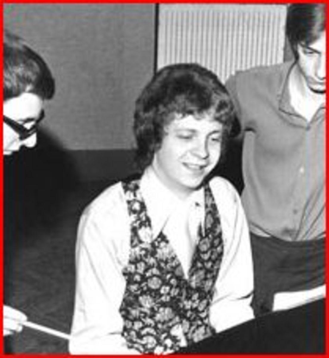 Proof that Jeff Lynne wasn't raised wearing aviator glasses.