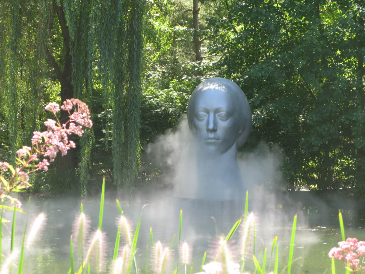The use of different elements such as mist add a lot of atmosphere to the sculptures.
