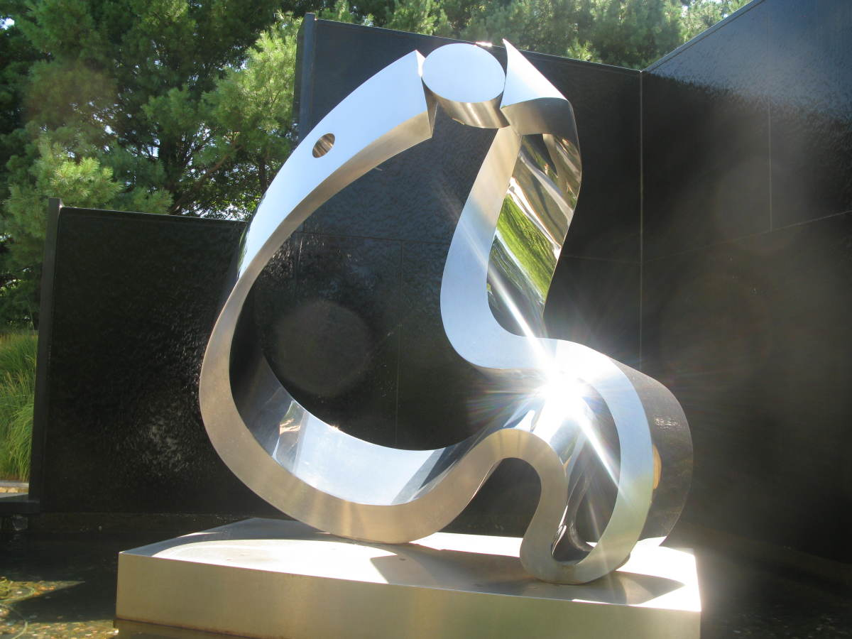 The play of sunlight on this sculpture was stunning.