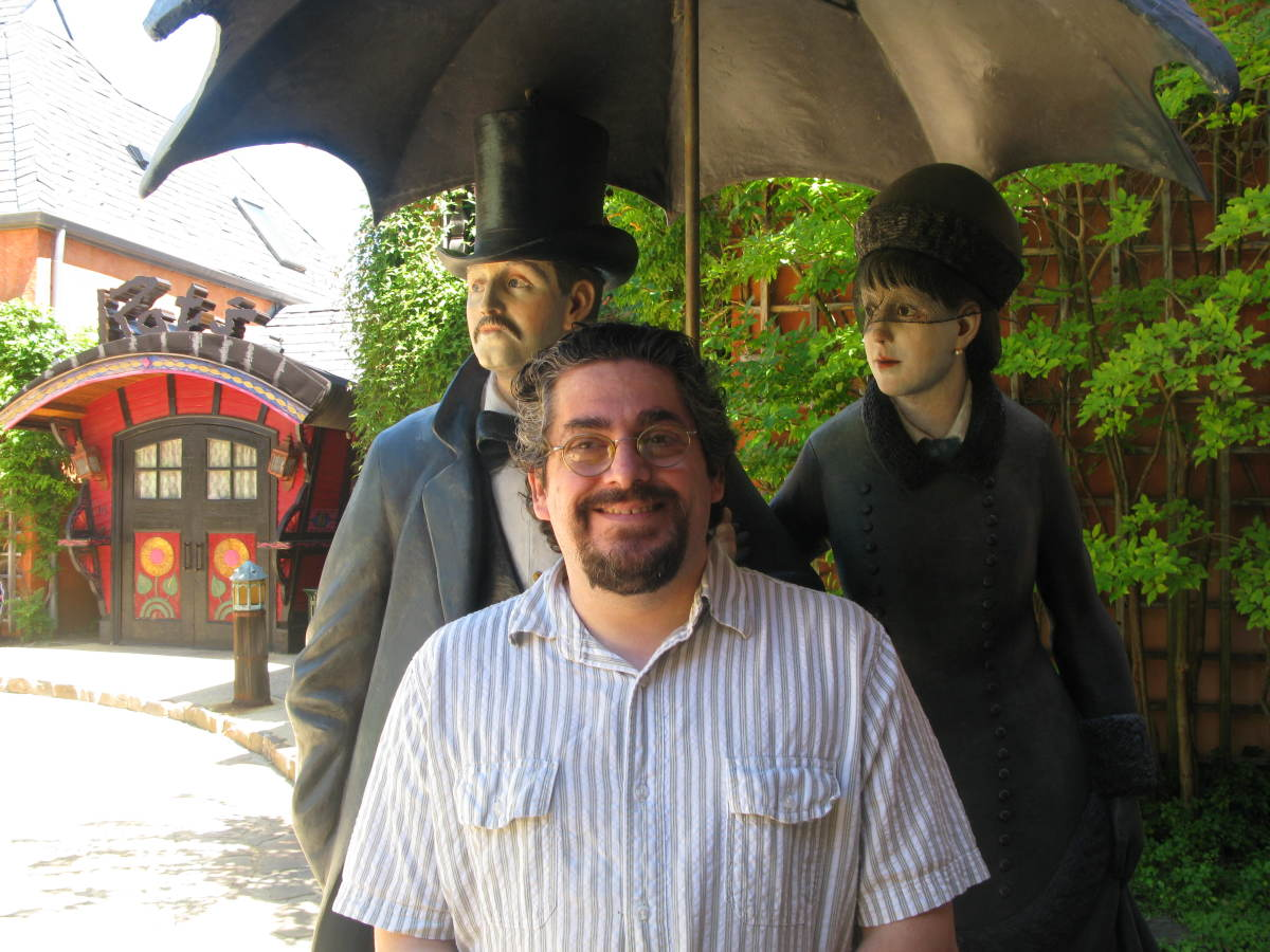 The guy in the middle isn't a sculpture - it's me!