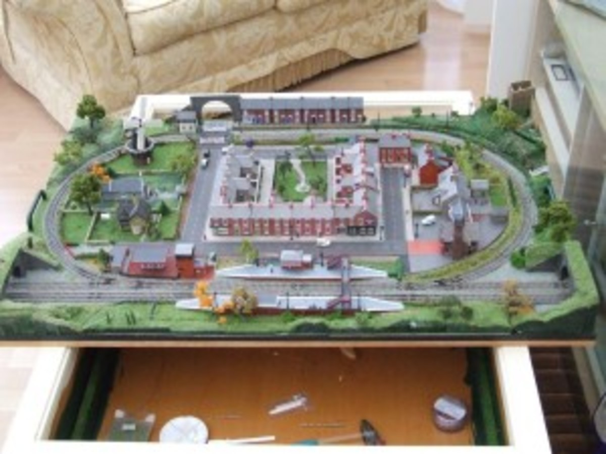 "Ray Howard's Model Railroad in a 30"" X 40"" Coffee Table"