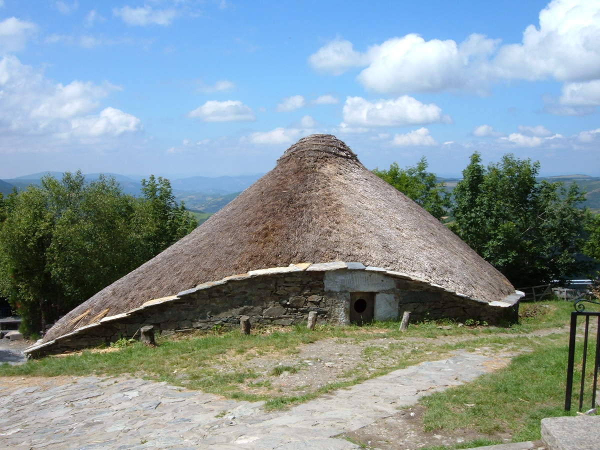 External view of a round house on the Iberian Peninsula