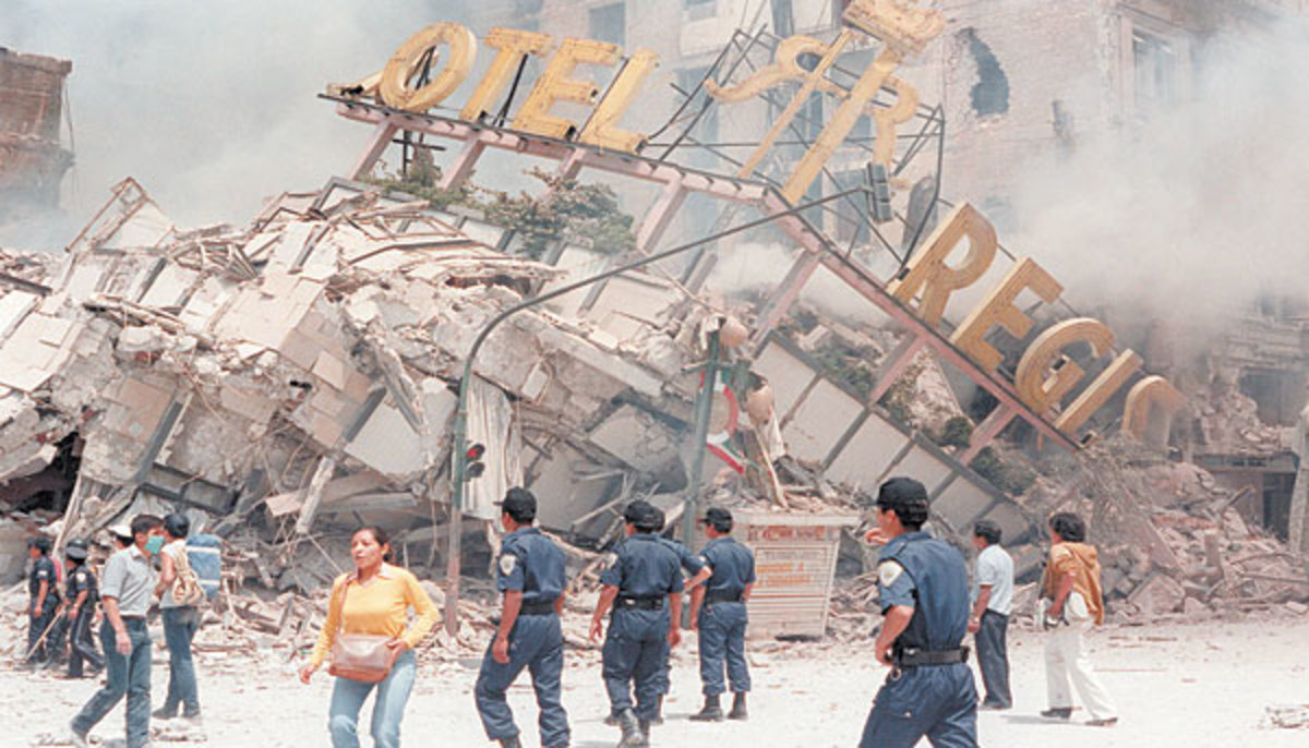 A collapsed hotel in Mexico City following an 8.0Mw earthquake on 19 September 1985.
