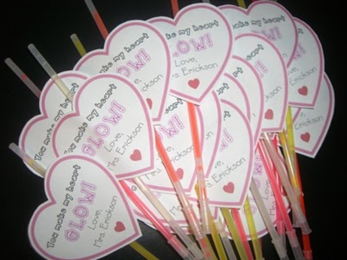 Glow Hearts from theteacherwife.com.  It's a fun and easy and inexpensive way to create a Valentine craft with your kids.