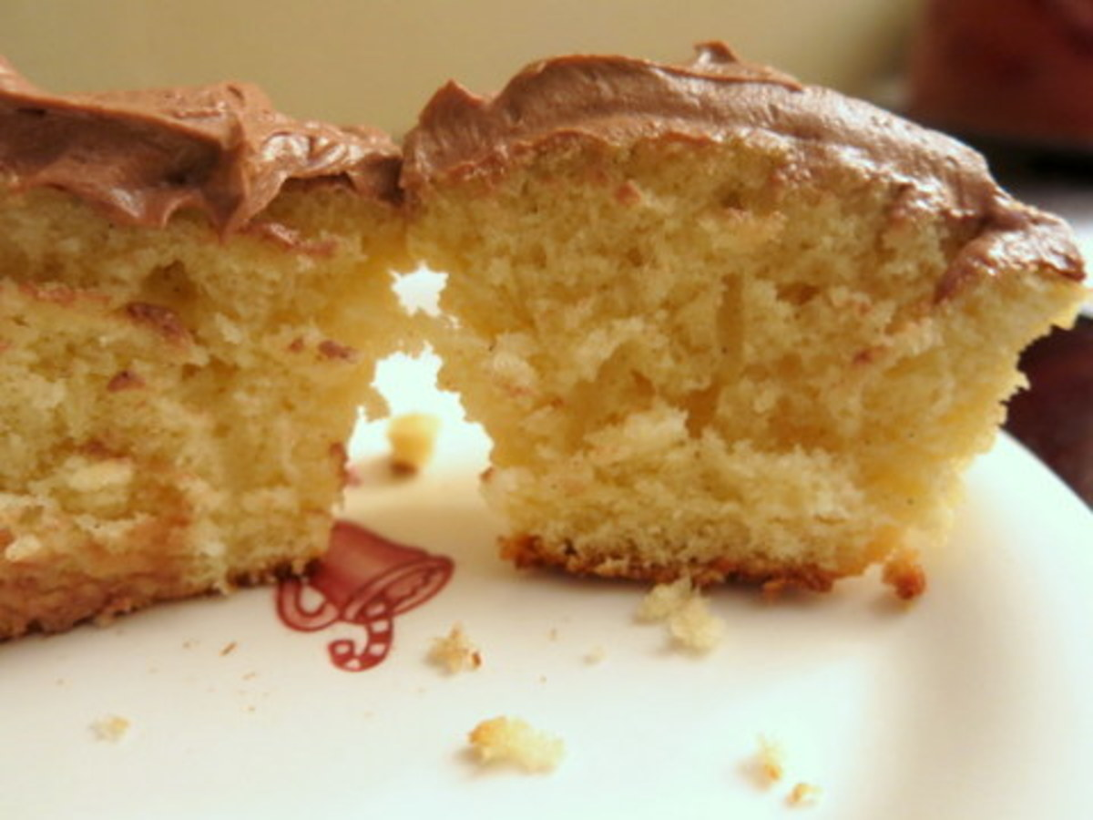 Tender & Moist Yellow Cupcakes