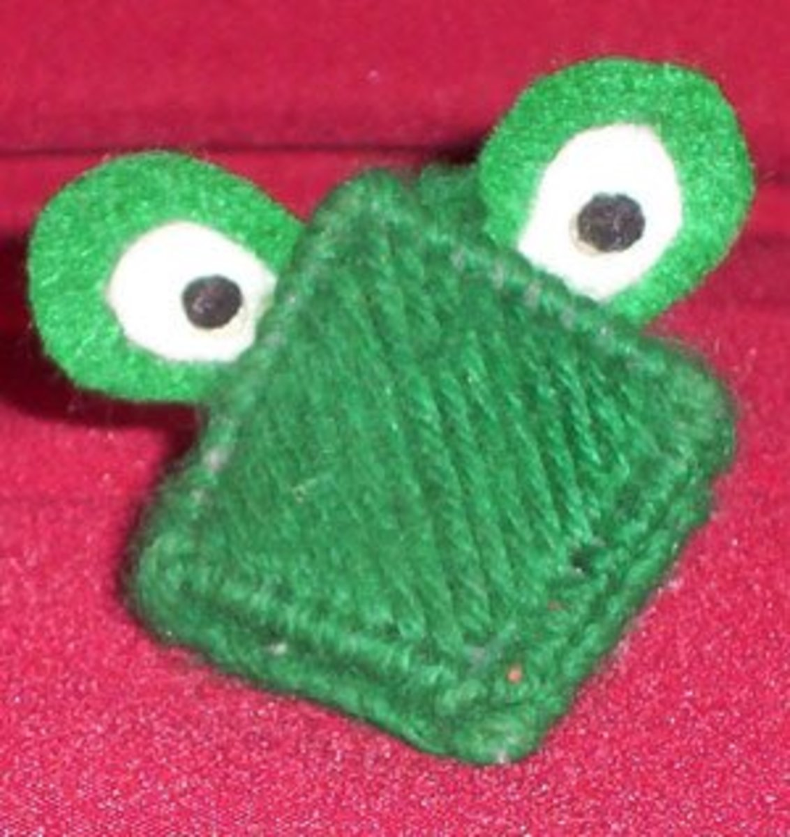 Plastic Canvas Frog Kissie 1