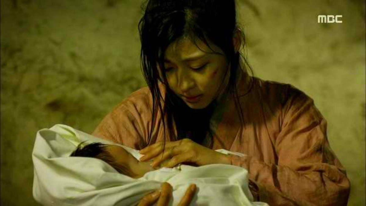 Ha Jiwon as Seung-Nyan; just gave birth to a son inside a cave.   Credit this photo also to Talking Cupboard and MBC
