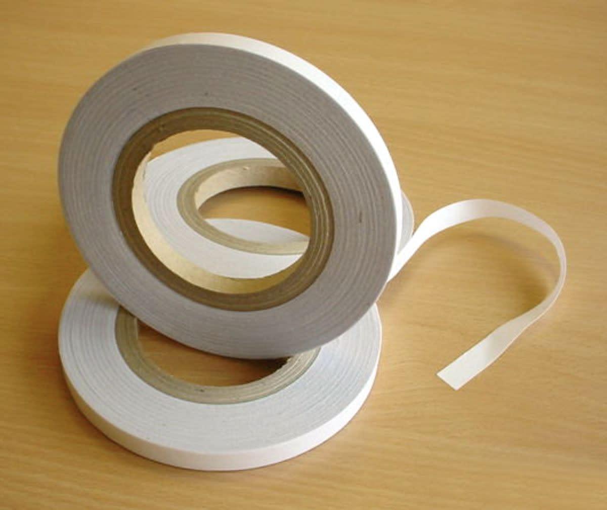 scrapbook-basics-adhesives