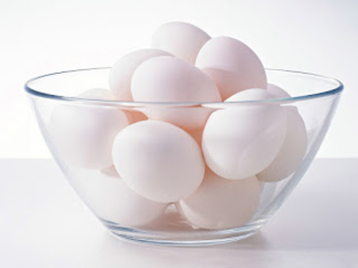 White eggs in a transparent bowl