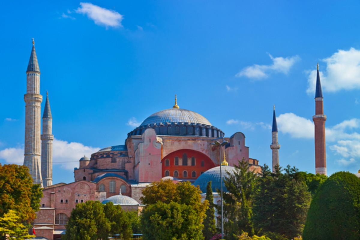 Byzantine vs Roman Hagia Sophia vs. Pantheon