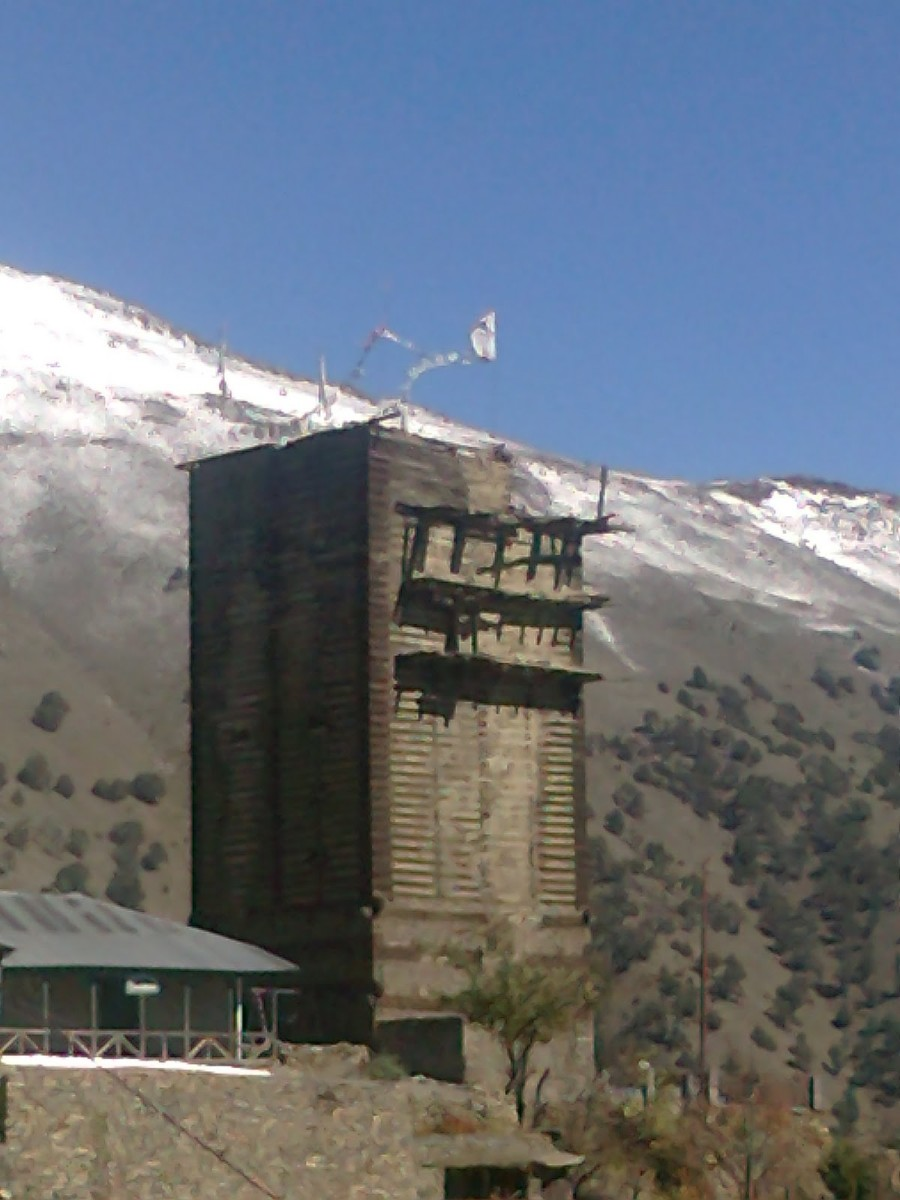 Situated about 32 km from Rekong Peo is the ancient Labrang fort of the times of Pandavas