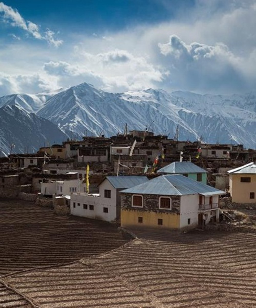 Houses in Nako village in Hangrang Valley