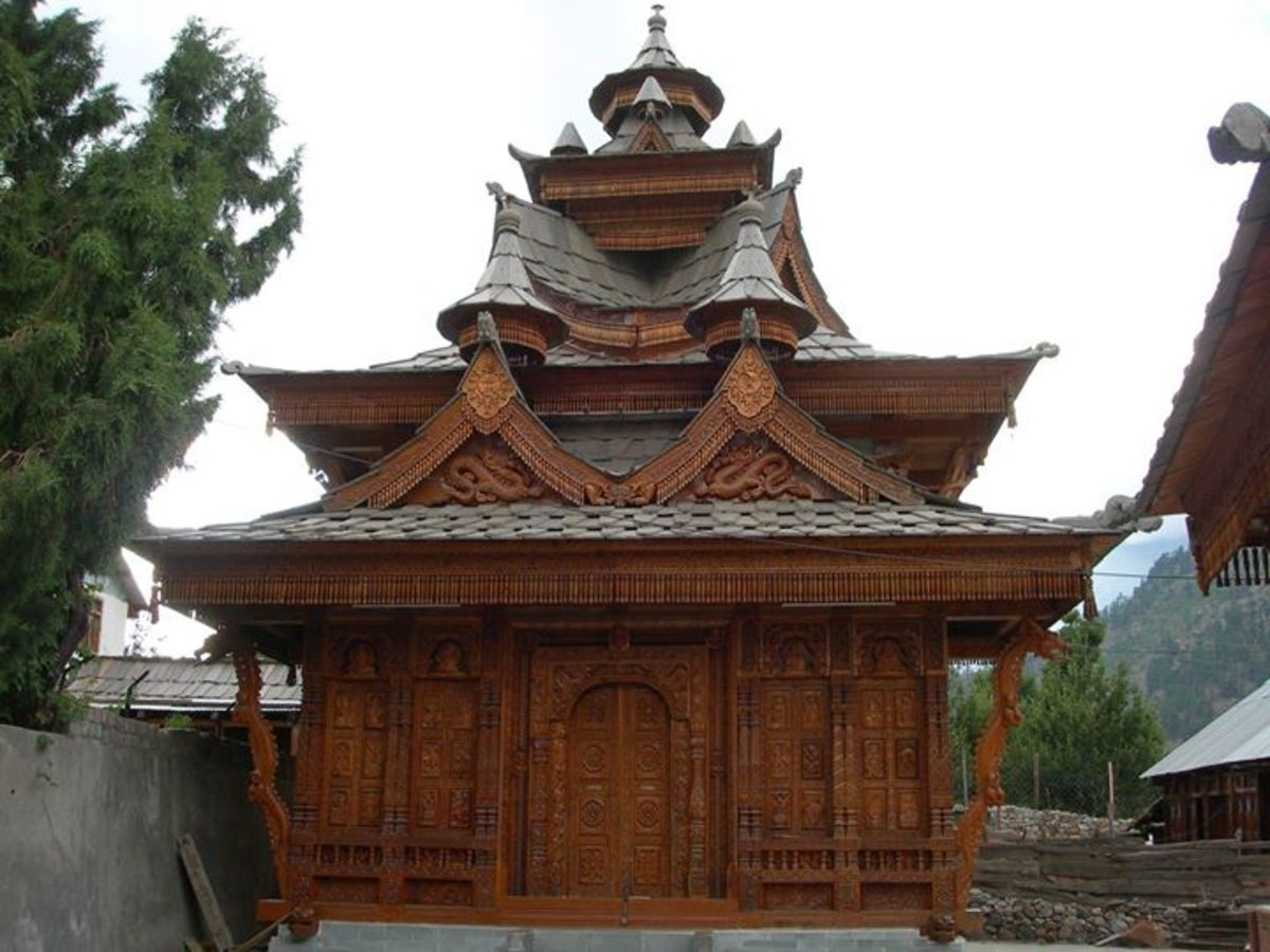 Beautiful Wood Carving in Chitkul Temple