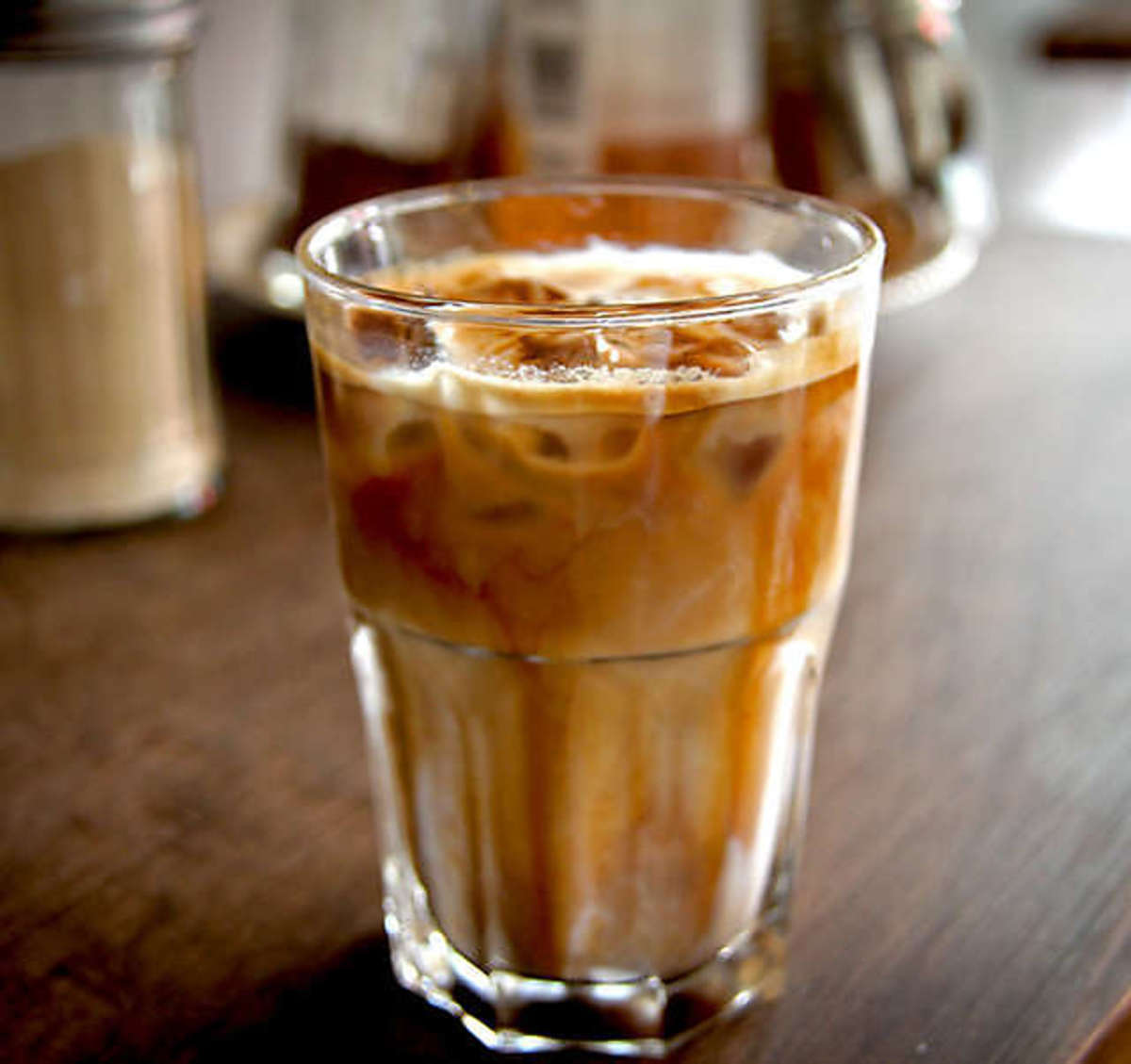 How To Make An Inexpensive Iced Latte At Home Just As Good