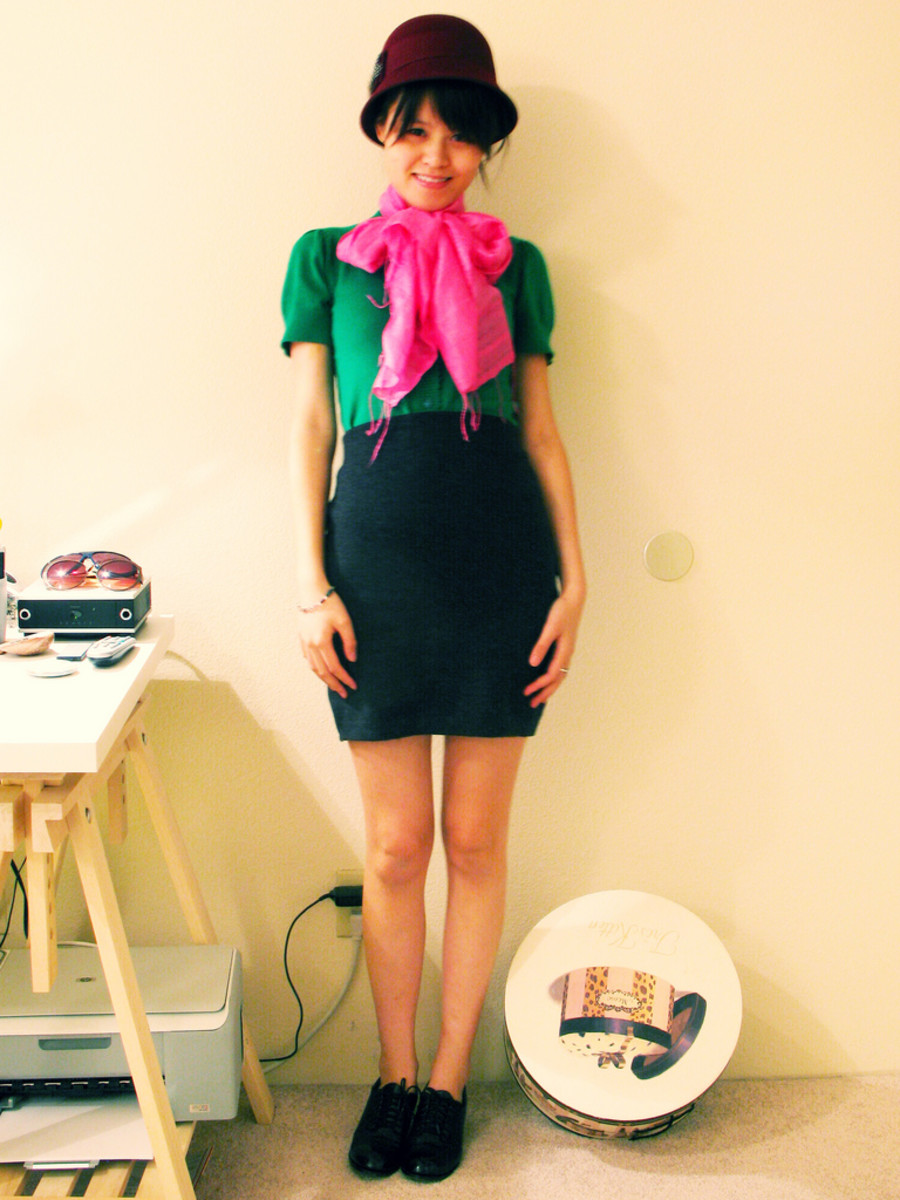 Short pencil skirt outfit: Ideal for street fashion