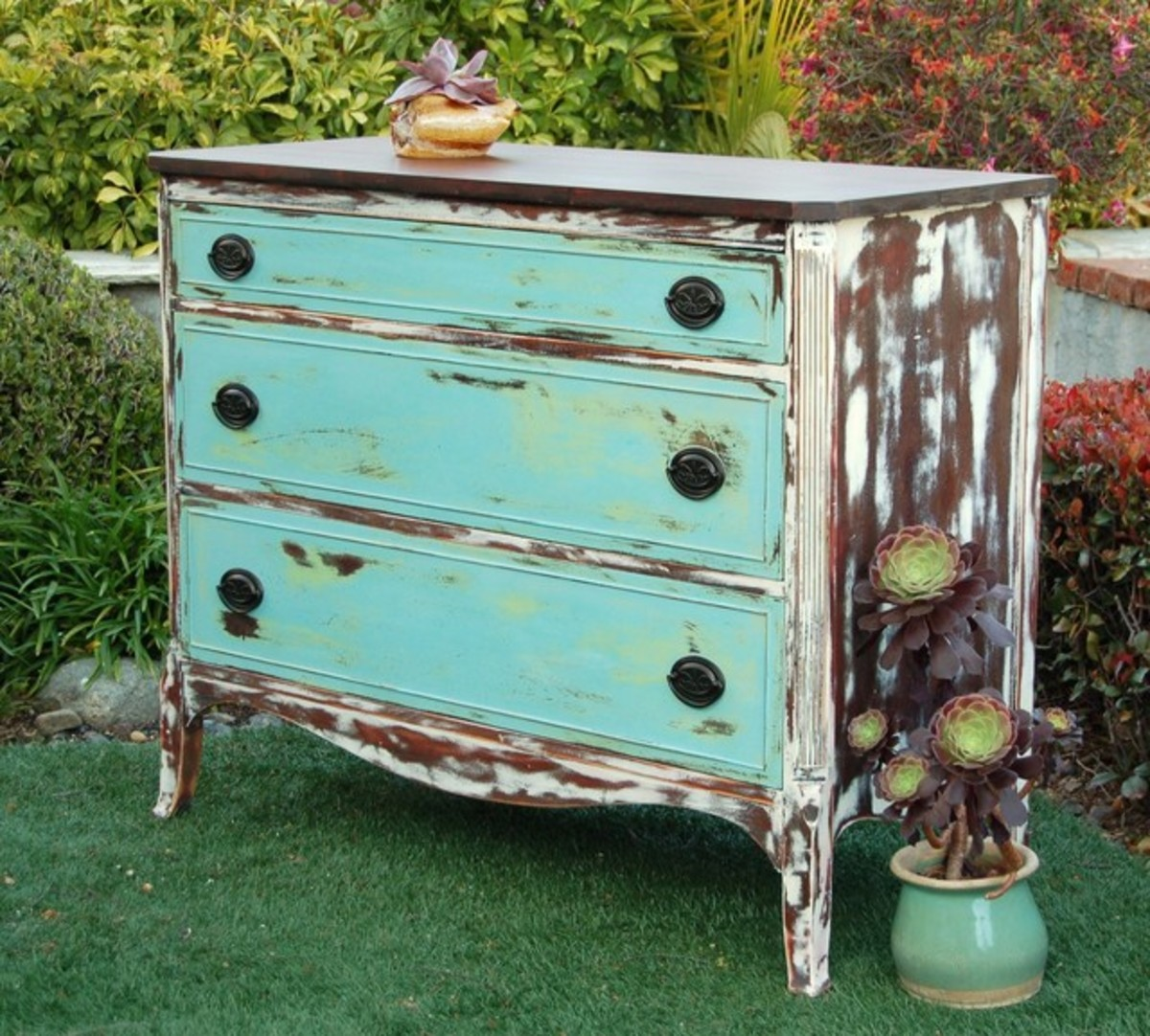 Get the Popular Shabby Chic Look for Pennies on the Dollar