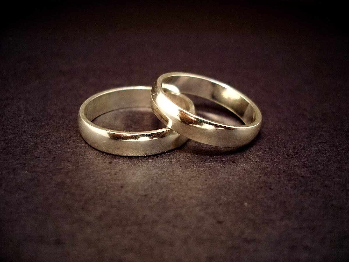Wedding rings (CC-BY 2.0)
