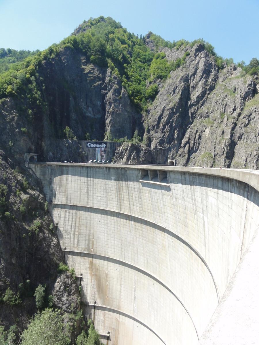 Vidraru Dam.