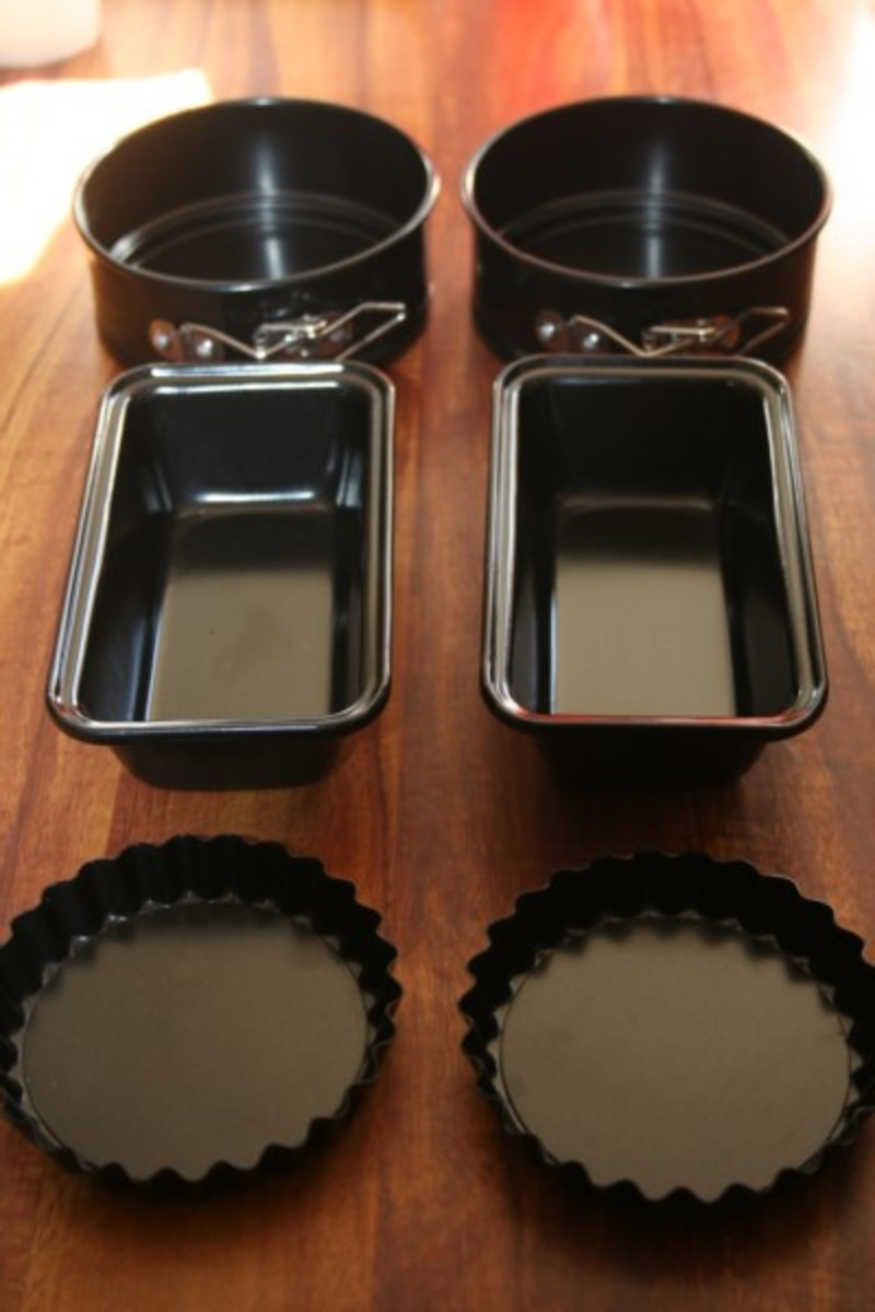 Black cookware is best for solar cooking because it absorbs heat.